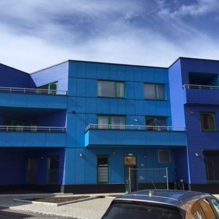 dzīvokļu nams komerctelpas commercial building apartment house
