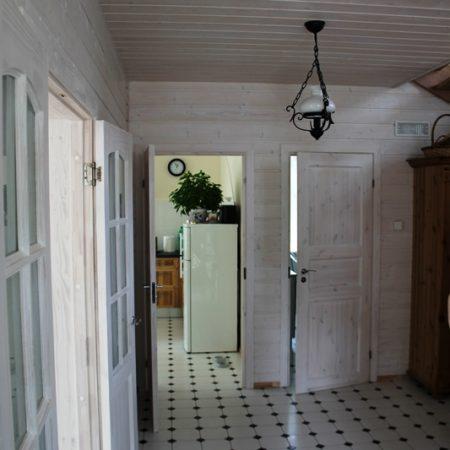 koka karkasa māja wood panel house