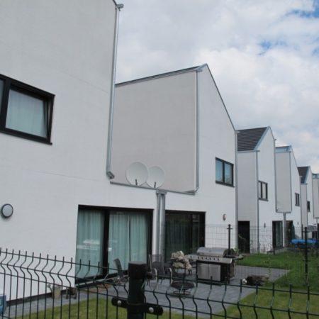 dvīņu mājas semi-detached houses
